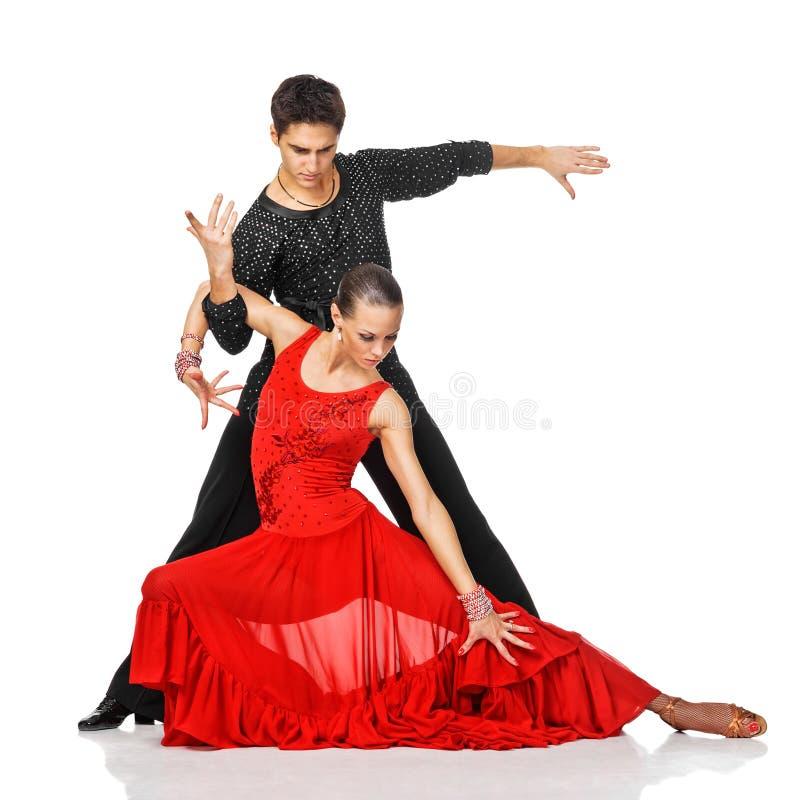 肉欲的夫妇跳舞辣调味汁。 行动的拉丁美州的舞蹈家。 图库摄影