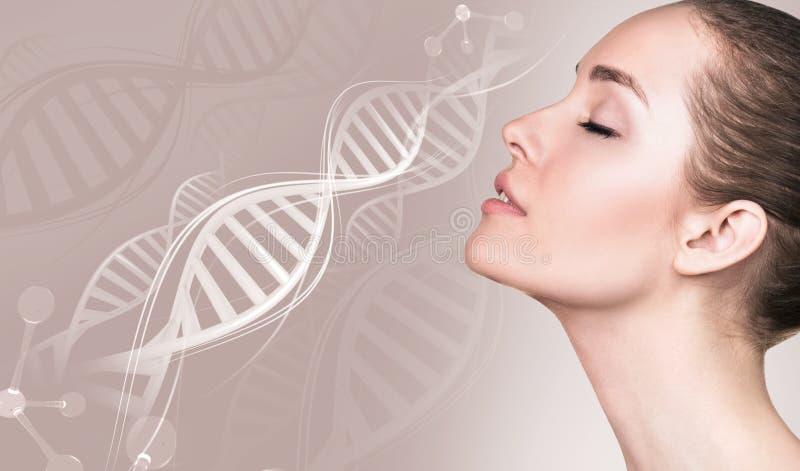 肉欲的妇女画象脱氧核糖核酸链子的 免版税库存照片