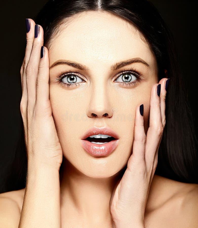 肉欲的模型秀丽画象没有构成干净的皮肤的 库存照片