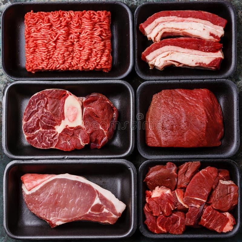 肉的不同的类型在塑料盒的 免版税库存图片
