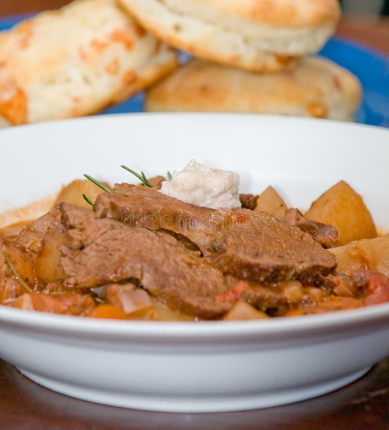 肉鲜美土豆的炖煮的食物 免版税库存照片
