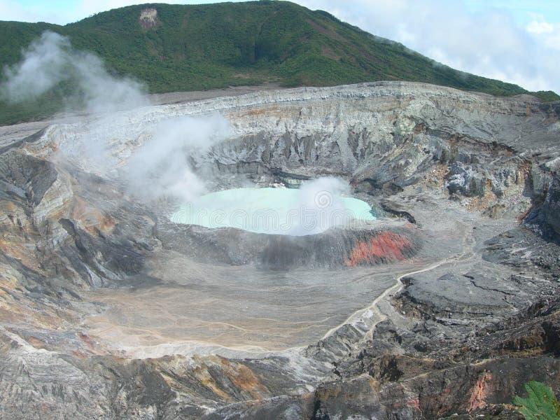 肋前缘火山口poas rica火山 库存图片