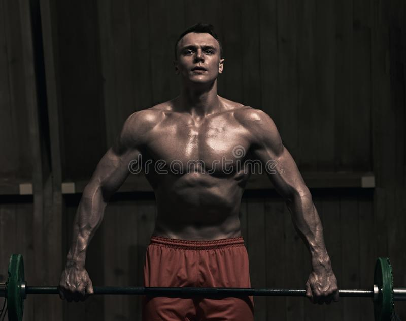 肌肉举重者 库存照片
