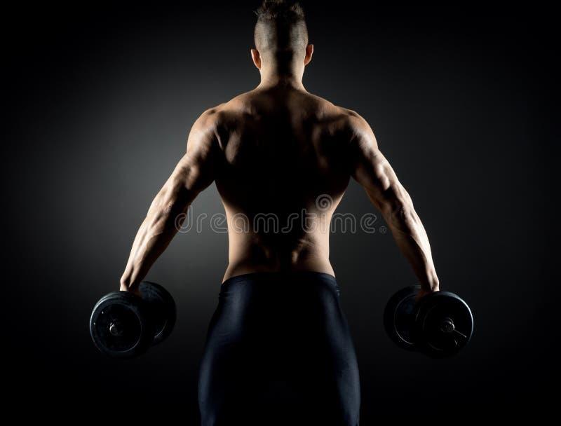 肌肉人举重 库存图片