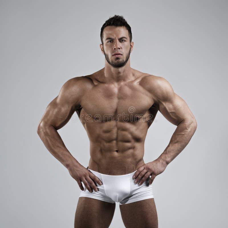 肌肉人在演播室 图库摄影
