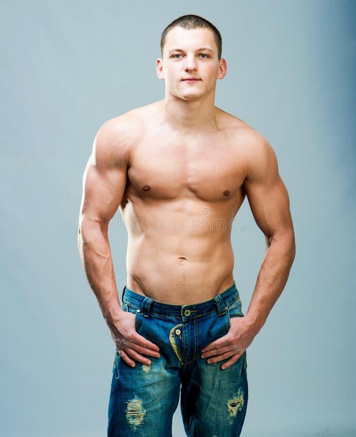 Download 肌肉人 库存照片. 图片 包括有 现有量, 爱好健美者, 设计, 肌肉, 强壮男子, 人力, 健身, 厚片 - 30338336