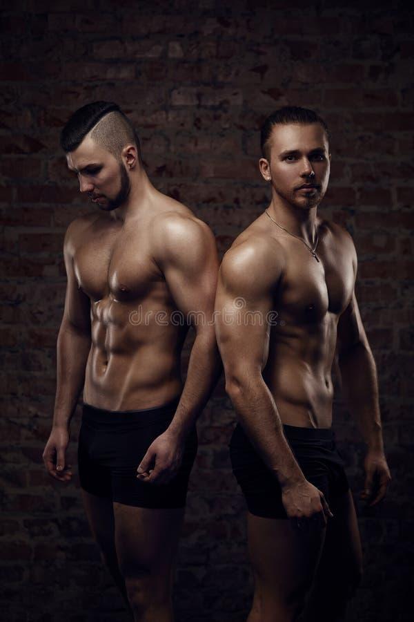年轻肌肉人 免版税库存图片