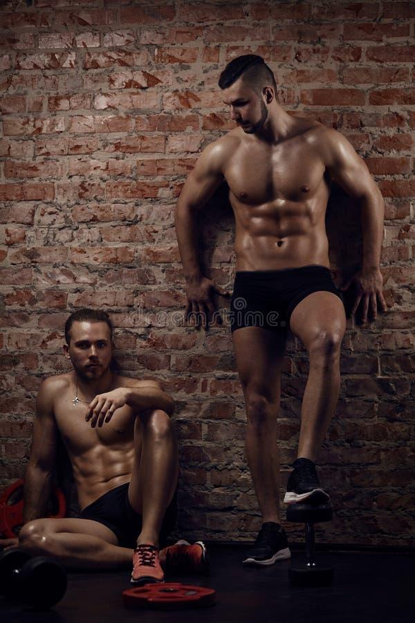 年轻肌肉人 免版税库存照片
