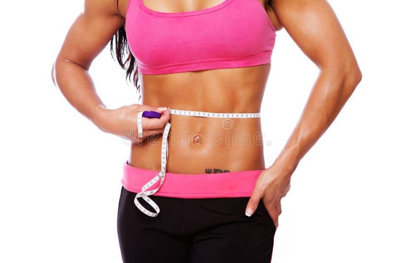 肌肉妇女身体接近的画象在演播室 免版税库存图片