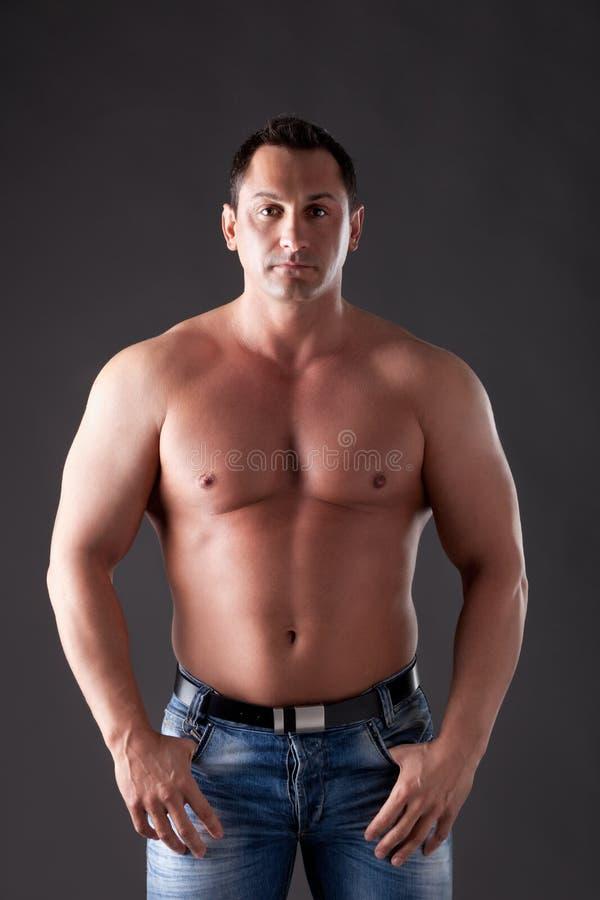 肌肉成人的人 免版税库存图片