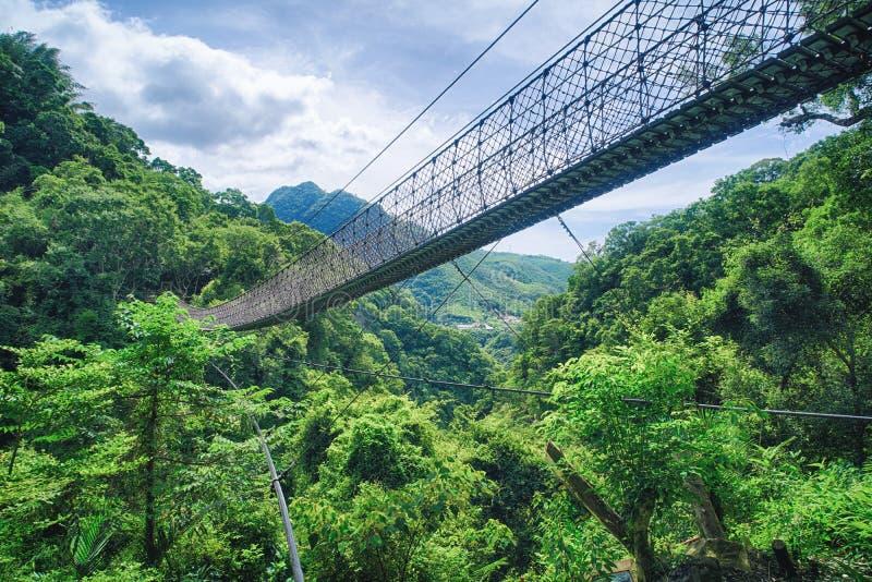 肖乌来天空索桥在晴天,射击在肖乌来风景区,复兴区,桃园,台湾 免版税库存照片