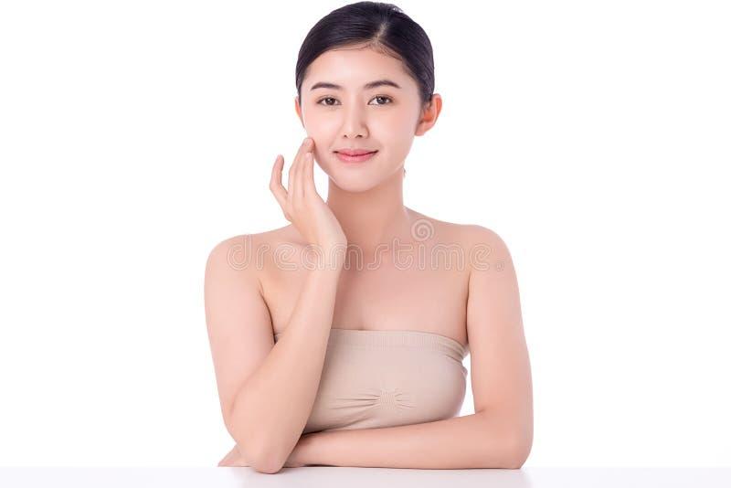 肖像美丽的亚洲年轻女性清洁新鲜裸肤概念 亚洲女性美容护肤保健 免版税库存照片