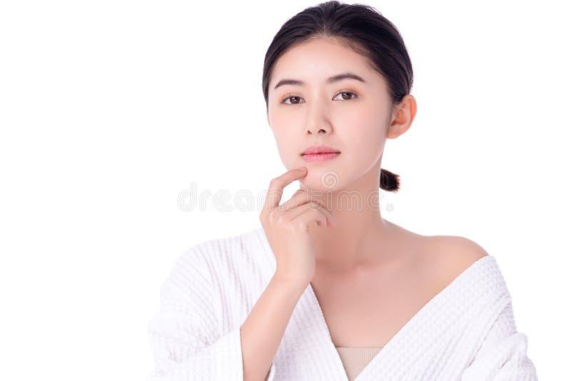 肖像美丽的亚洲年轻女性清洁新鲜裸肤概念 亚洲女性美容护肤保健 免版税库存图片