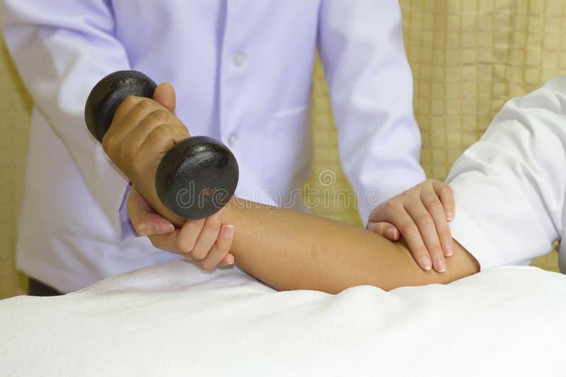 肘关节肌肉修复培训 免版税库存照片