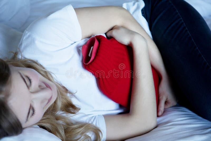 肚子疼,妇女问题 免版税库存图片
