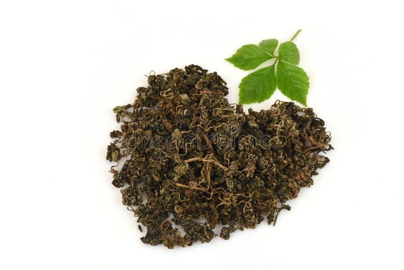 绞股兰中国名字Gynostemma pentaphyllum Thunb干燥的Makino和叶子在心脏形状安排了 免版税图库摄影