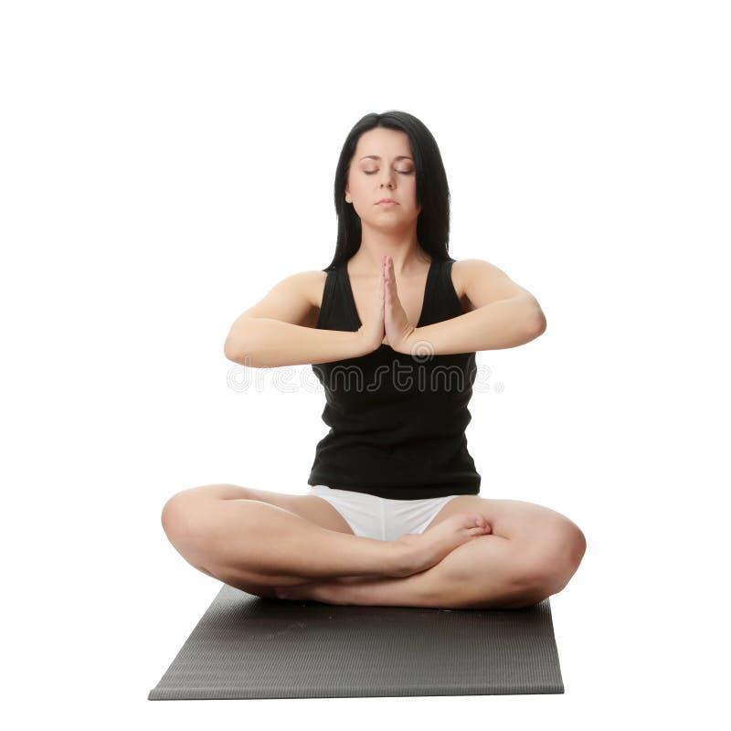 肥头大耳的培训女子瑜伽 免版税图库摄影