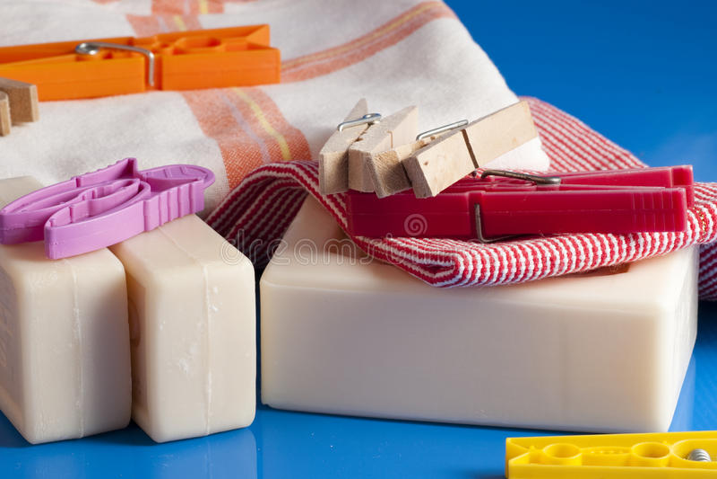 Download 肥皂、衣裳和洗衣店 库存照片. 图片 包括有 电烙, 香水, 洗涤物, ,并且, 洗衣店, 红色, 布料 - 59100908