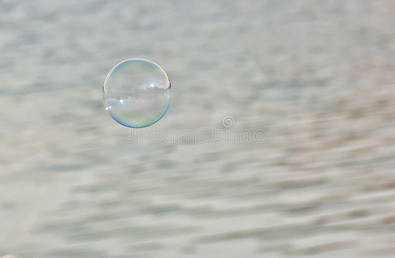 肥皂泡在天空中 免版税库存照片