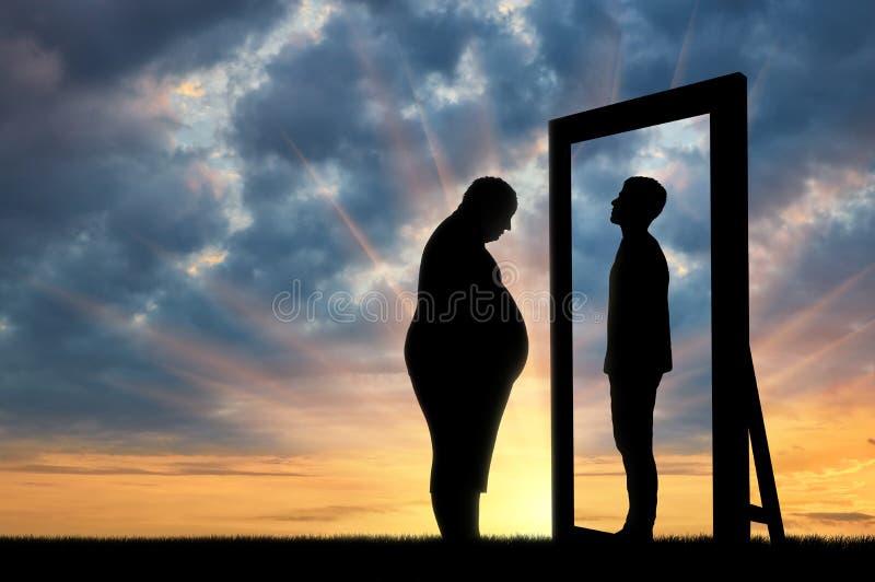 肥胖哀伤的人和他的反射在一个正常人的镜子反对天空 免版税库存图片