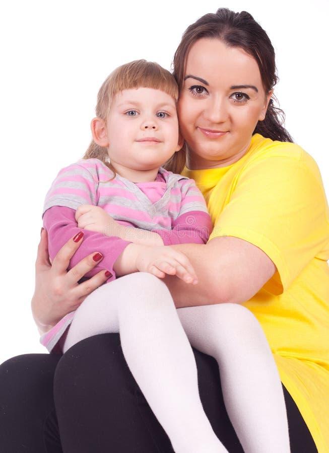 肥胖女孩她的小母亲 免版税库存图片