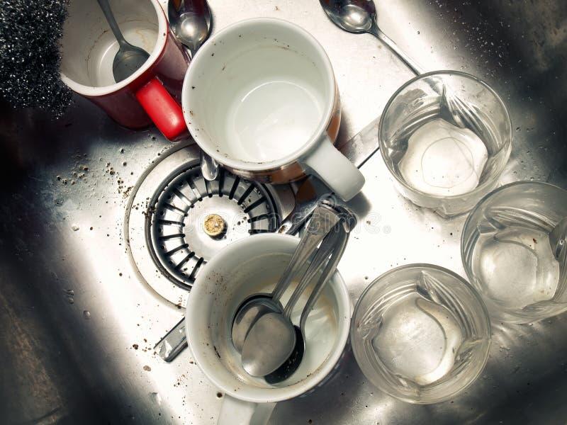 肮脏的厨房水槽 库存照片