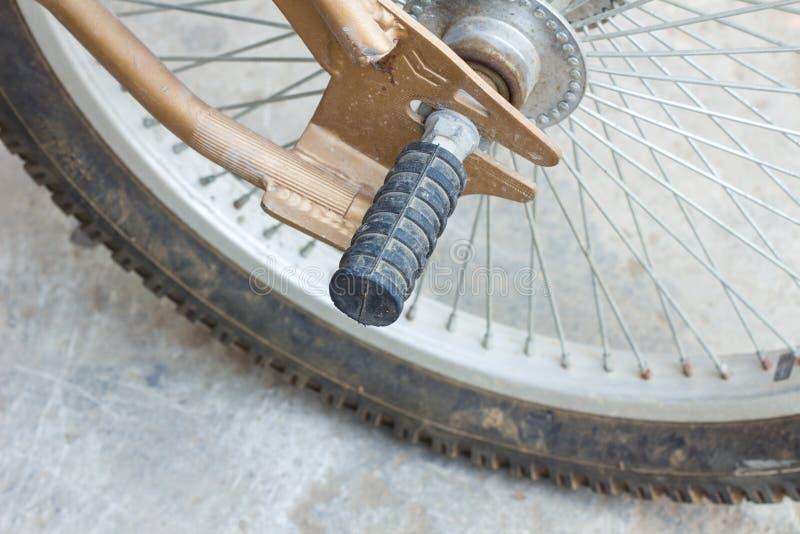 肮脏的后面脚杠杆bycycle 免版税图库摄影