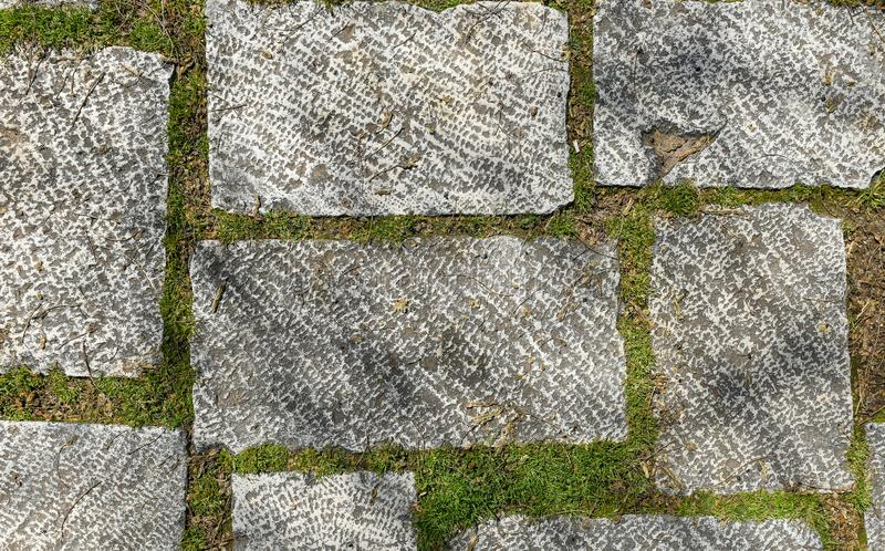 肮脏的外部老花岗岩大阳台城堡中世纪瓦片 免版税库存照片