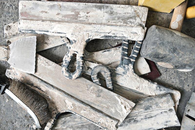 肮脏的小铲和短槌 库存图片