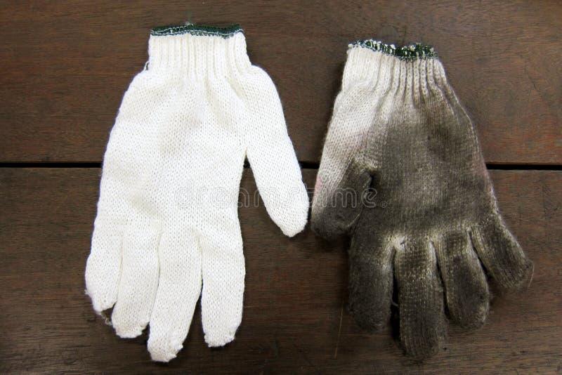 肮脏的手套新和 免版税库存图片