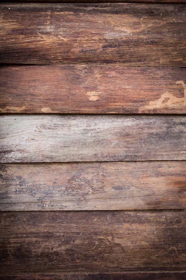 肮脏的棕色木谷仓板条纹理 免版税库存照片