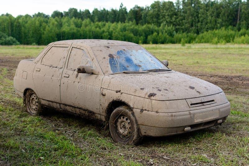 肮脏的汽车LADA 2110 库存照片