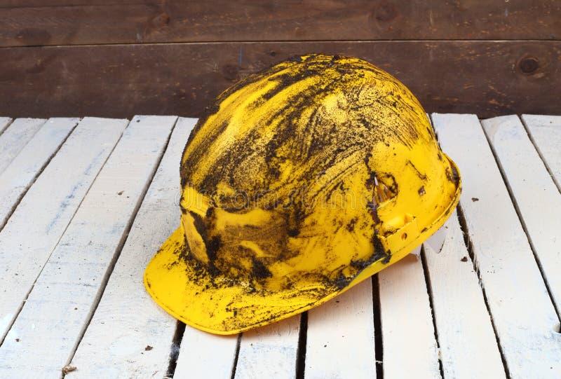 肮脏的黄色盔甲 库存照片