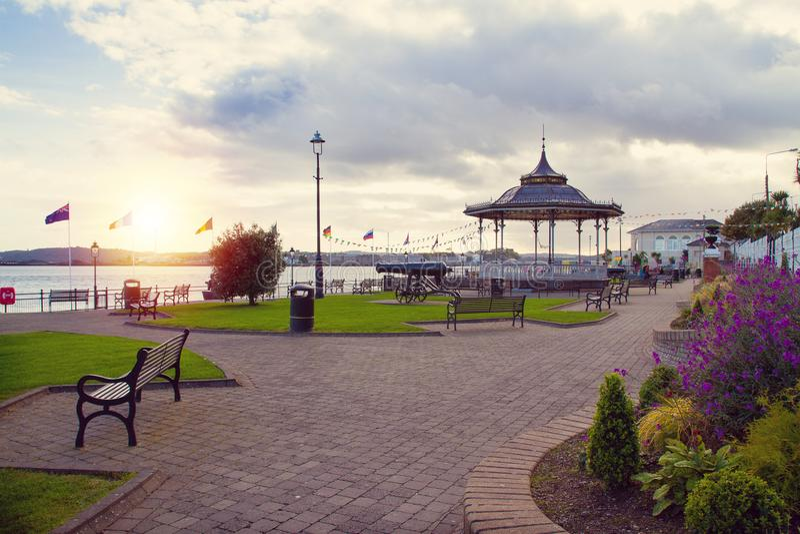 肯尼迪公园在科克郡,爱尔兰南海岸的旅游海口镇科芙  图库摄影