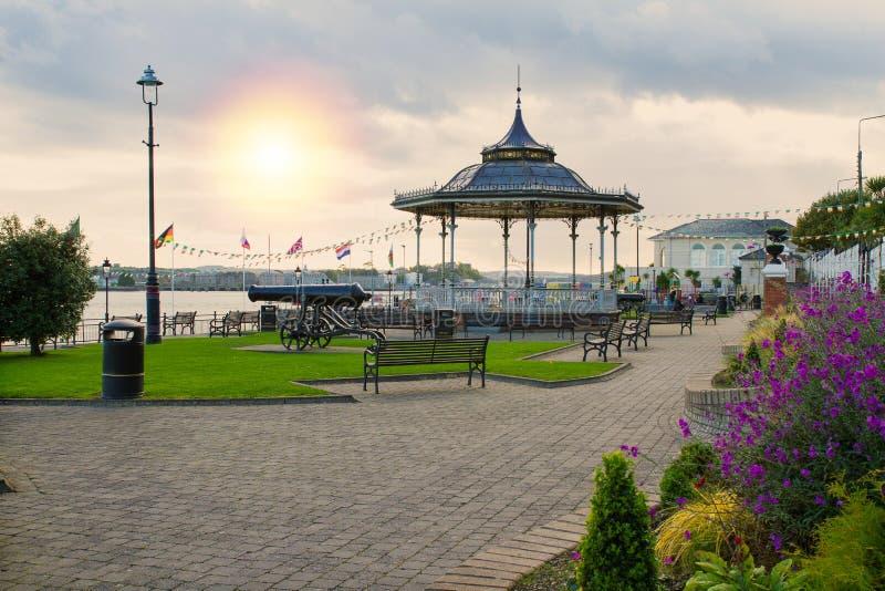 肯尼迪公园在科克郡,爱尔兰南海岸的旅游海口镇科芙  免版税库存照片