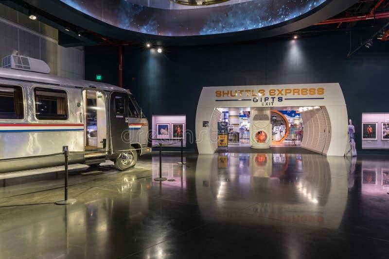 肯尼迪航天中心,佛罗里达,美国- SEBRUARY 19日2017年:公车运送宇航员气流在肯尼迪航天中心访客复合体  免版税图库摄影