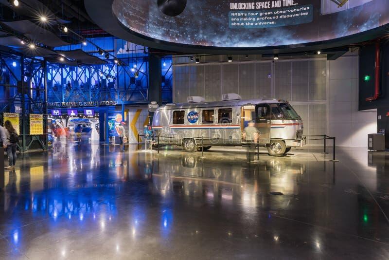 肯尼迪航天中心,佛罗里达,美国- SEBRUARY 19日2017年:公车运送宇航员气流在肯尼迪航天中心访客复合体  图库摄影