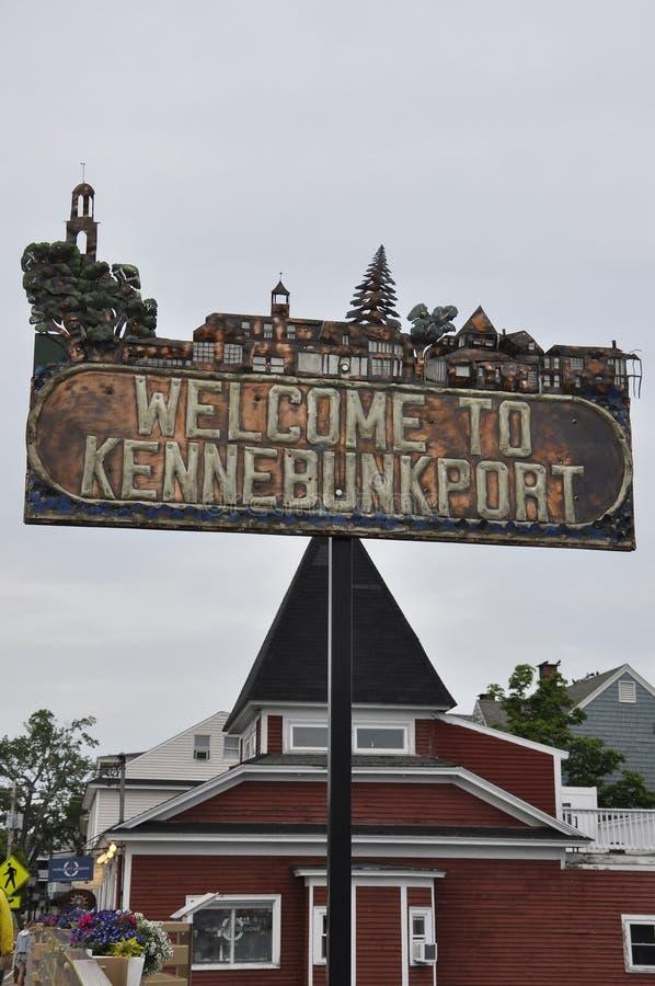 肯纳邦克波特,缅因, 6月30日:肯纳邦克波特镇牌从缅因国家的美国 库存照片