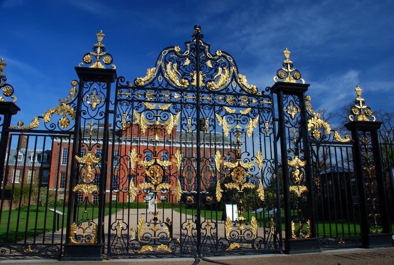 肯辛顿宫殿门 伦敦,英国 图库摄影