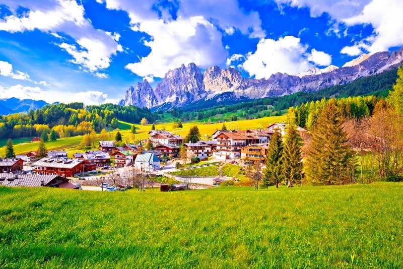 肾上腺皮质激素d `安佩佐美好的风景在白云岩阿尔卑斯视图的 免版税库存图片