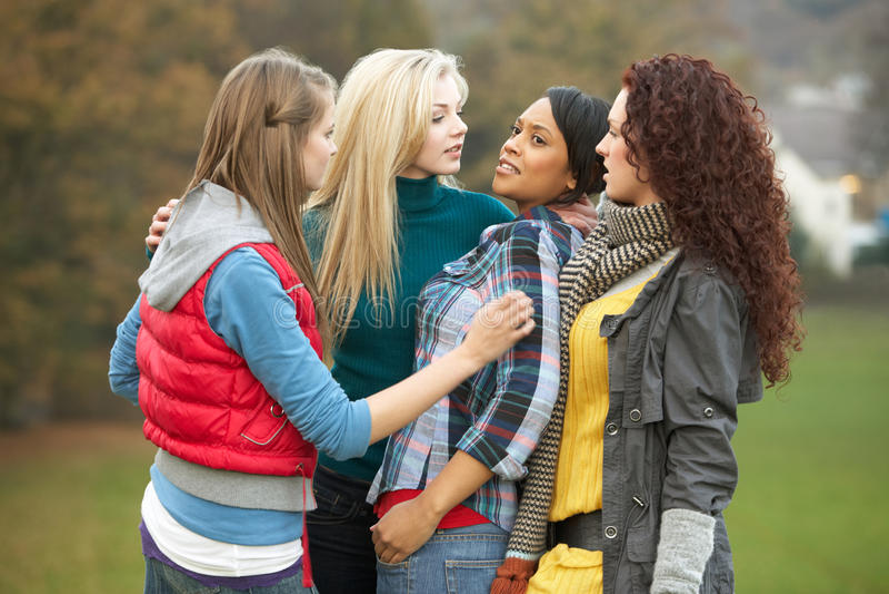 胁迫的女性女孩组少年 免版税库存照片