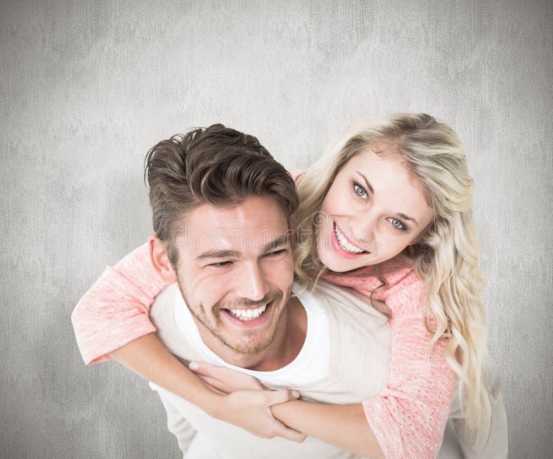 背上给他的女朋友的英俊的人的综合图象 库存照片