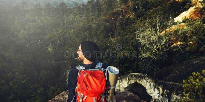 背包徒步旅行者野营的迁徙的旅行癖休闲概念 免版税图库摄影