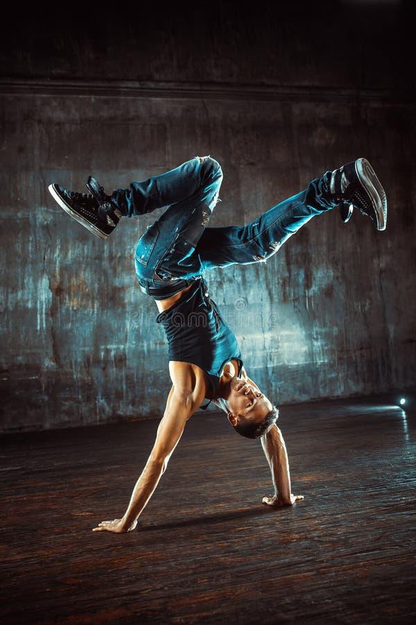 背景中断breakdancer跳舞跳舞白色 免版税库存图片
