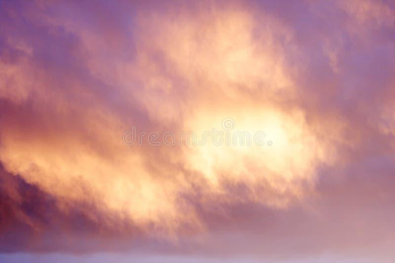 背景云彩淡紫色 免版税库存照片