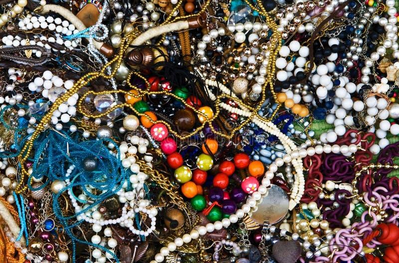 背景五颜六色的人造珠宝 库存照片