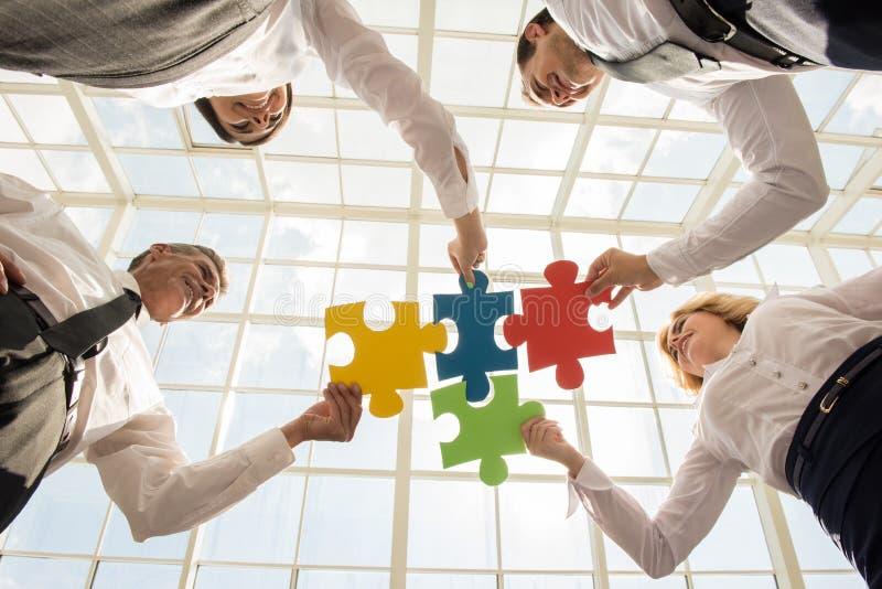 背景产生现有量的企业剪报包括了在路径屏幕解决方法的关键膝上型计算机货币 库存图片