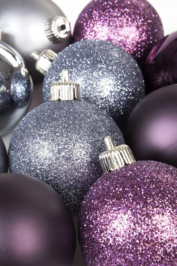 Download 背景发光球的圣诞节 库存图片. 图片 包括有 来回, 欢乐, 发光, 12月, 庆祝, 圣诞节, 季节, 特写镜头 - 22350603
