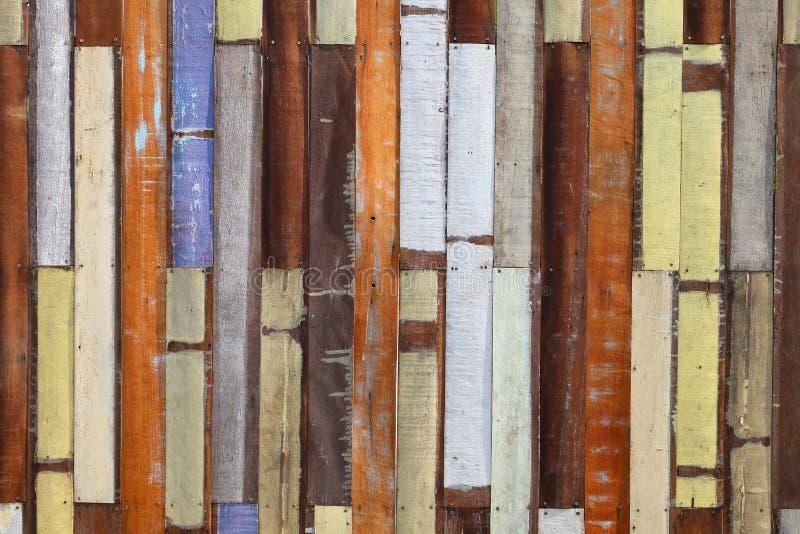 背景和纹理设计的五颜六色的被绘的木墙壁 库存照片