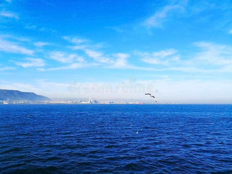 背景和自然概念 白色云彩在浮动 图库摄影